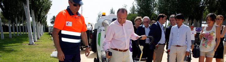 Almería presenta la nueva maquinaria del servicio de limpieza viaria y playas, formado por 69 vehículos