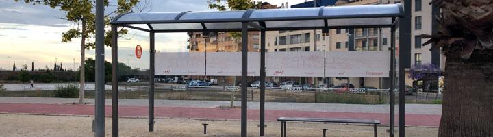 Picassent instala una nueva marquesina de 5 metros para dar servicio al autobús escolar