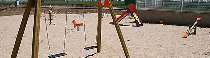 Nuevo parque público en Almodóvar del Campo, dotado con juegos infantiles y aparatos biosaludables
