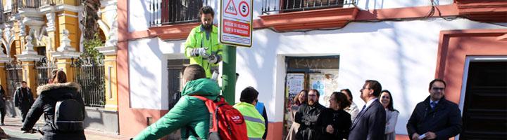 Sevilla inicia una campaña de señalización específica en los carriles bici que discurran en entornos escolares