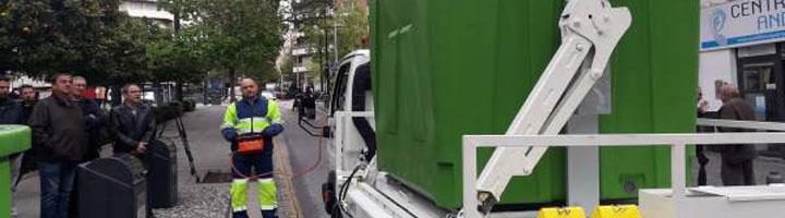 Granada adapta los vehículos de recogida de residuos para contenedores soterrados en calles de dirección única