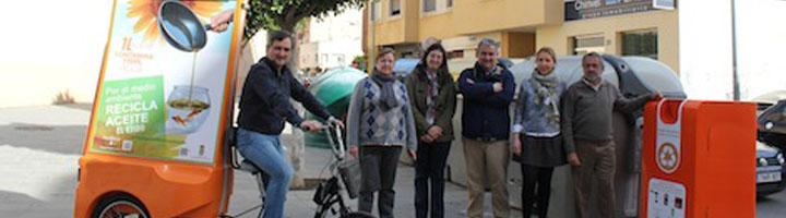 El Ejido desarrolla una campaña para promover el reciclaje del aceite usado entre vecinos y escolares