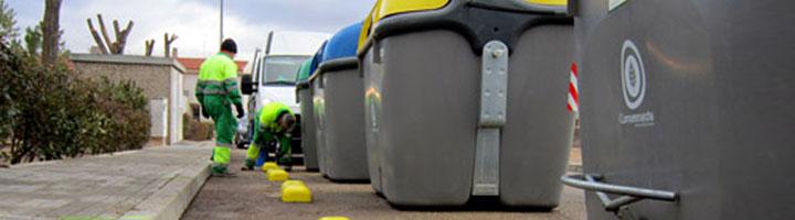 La Mancomunidad Comsermancha coloca guías para fijar los nuevos contenedores