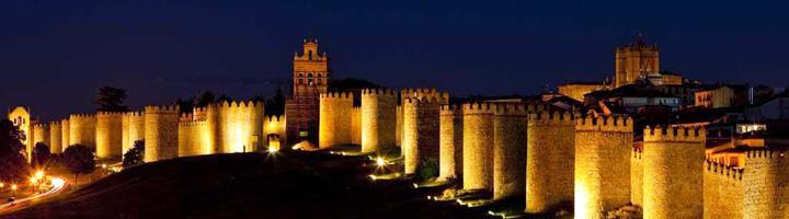 Tres empresas optan al contrato de suministro, gestión y mantenimiento de la iluminación de la ciudad de Ávila