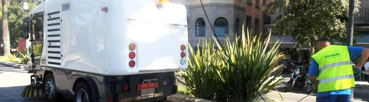 EMAYA incorpora a la limpieza de las calles de Palma nuevas barredoras hidro que evitan los ruidos de las sopladoras
