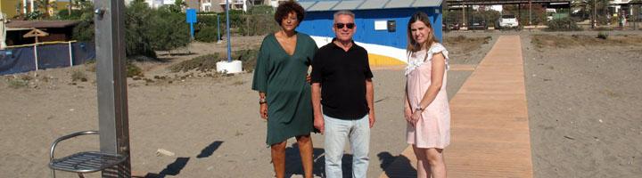 Vera incorpora pasarelas de hormigón a sus playas para mejorar el acceso y nuevas plataformas para las duchas