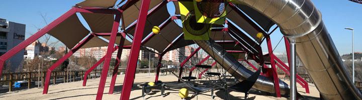 El barrio madrileño de Usera estrena la rehabilitación de una plaza en Orcasitas y una nueva área infantil en San Fermín