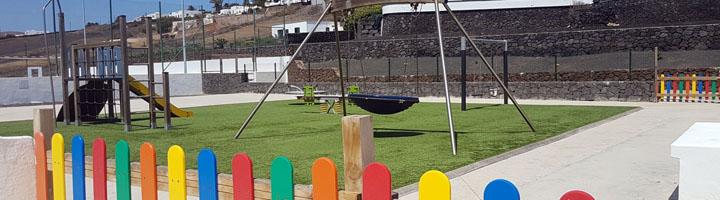 Tías estrena en La Asomada una nueva zona de merendero con barbacoas y parque infantil