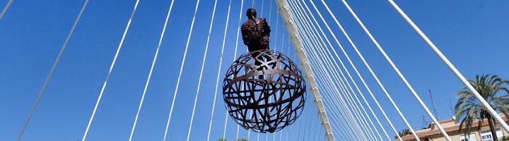 Esculturas efímeras llenan de vida el río Segura a su paso por el corazón de Murcia