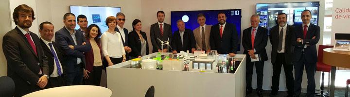 La Presidenta de la FEMPCLM junto con alcaldes de la región visitan el Centro de Control y Desarrollo Smart de Vodafone