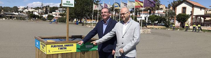 El Consorcio de Residuos de Málaga instala puntos de recogida de papel, envases y vidrio en 11 playas de Vélez-Málaga