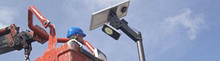El Ayuntamiento de Vitoria completa la experiencia piloto de instalación de farolas solares