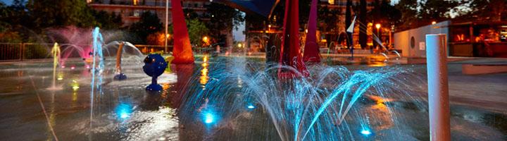 Fuentes de agua con iluminación en proyectos urbanísticos