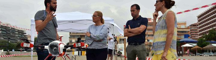 Fuengirola incorpora en sus playas por tercer año un sistema de rescate mediante el uso de un dron