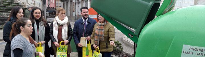 La Xunta de Galicia prevé incrementar las tasa de reciclaje de vidrio del sector hostelero en Melide con la iniciativa 'Horeca'