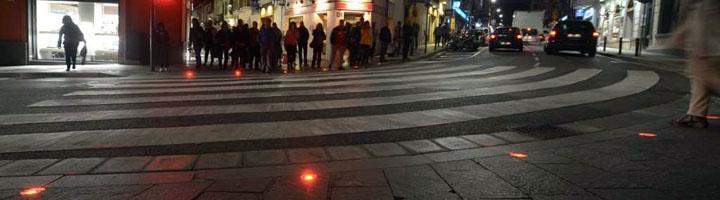 Sant Cugat del Vallés instala el primer semáforo de suelo para reforzar la seguridad de los peatones