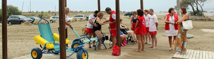Estepona ampliará el número de playas con zonas de sombra para discapacitados