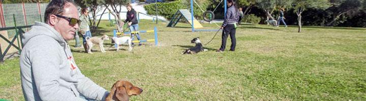 Estepona inicia los trabajos para crear un tercer parque canino de 3.000 metros cuadrados en La Lobilla