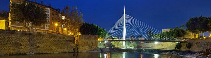 Murcia estrena iluminación en la pasarela Manterola