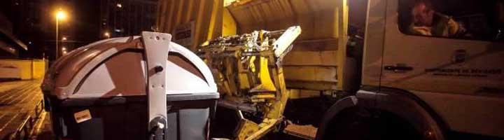 Entra en funcionamiento el servicio de recogida de basura de carga lateral de Benidorm
