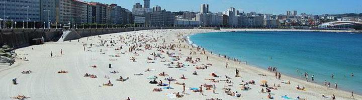 La Diputación de La Coruña financia con 900.000 euros los servicios de limpieza de playas de 41 ayuntamientos de la provincia