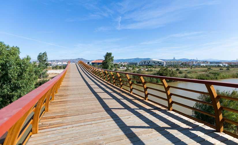 Abierta al público en Málaga la mayor pasarela peatonal de madera de Europa