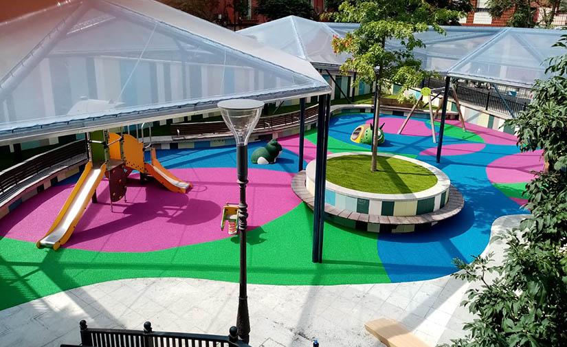 Abre al público la nueva área infantil de la Plaza Jesús Insausti 'Uzturre' de Bilbao