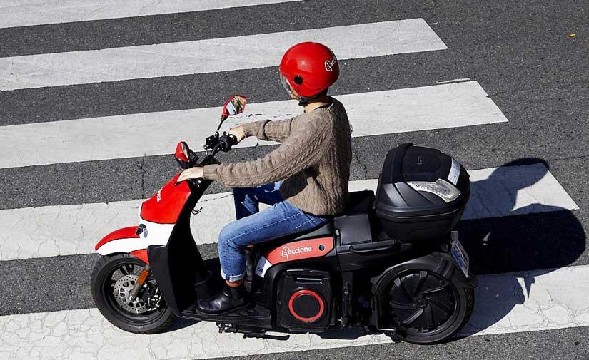ACCIONA arranca su servicio de motos eléctricas compartidas en Málaga