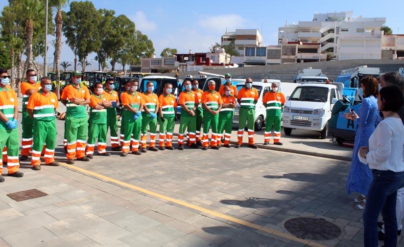 Águilas presenta la nueva flota de  vehículos del servicio de limpieza viaria y recogida de residuos