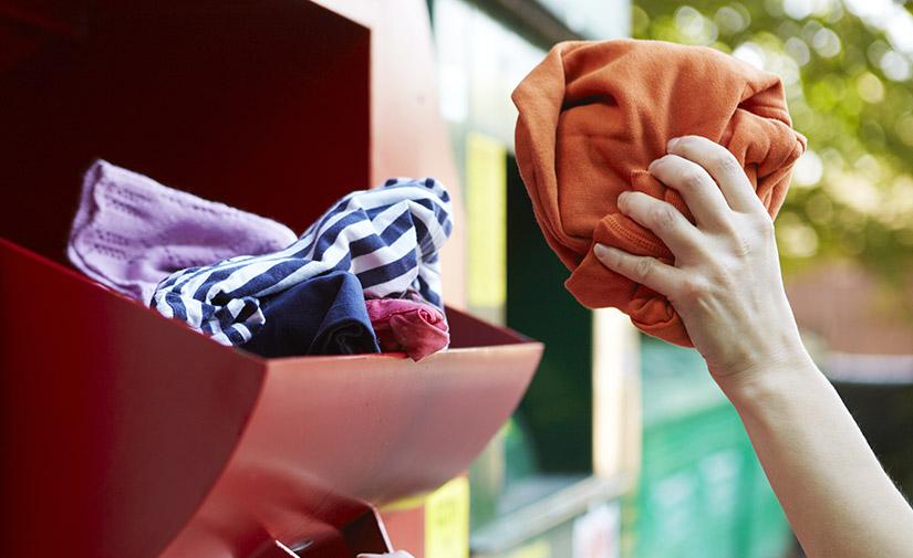 Alcorcón instala 85 contenedores para la recogida de ropa y textil usado