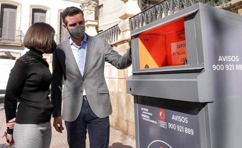 Almería continúa fomentando el reciclaje con la instalación de contenedores de aceite doméstico usado
