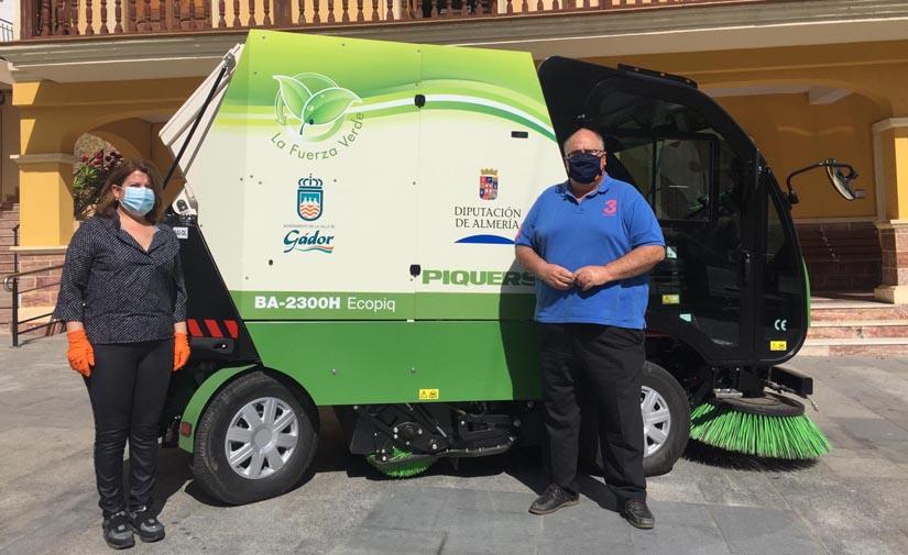 Almería garantiza la limpieza viaria y desinfección de Gádor con una nueva máquina barredora