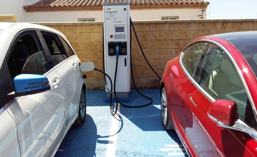 Aracena inaugura la primera estación de recarga de vehículos eléctricos