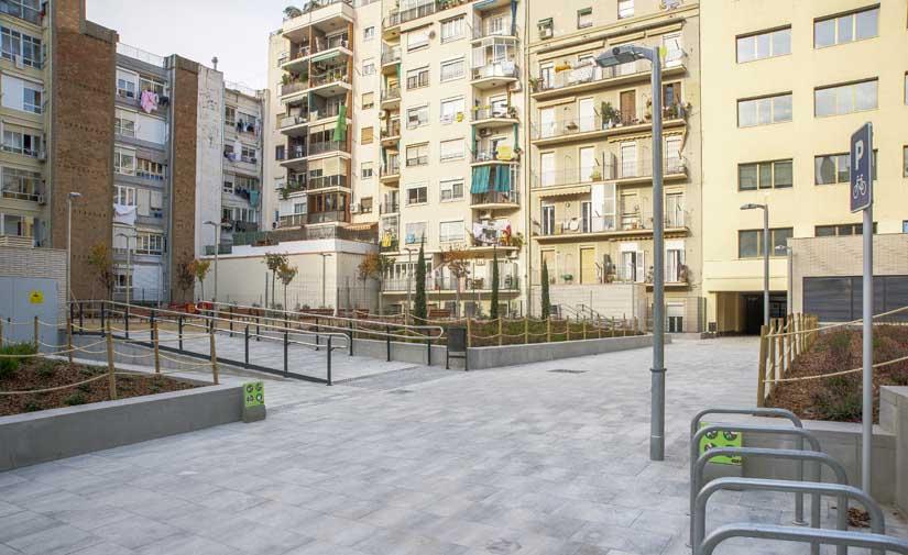 Barcelona avanza en la recuperación del interior de manzanas del Eixample con dos nuevas plazas