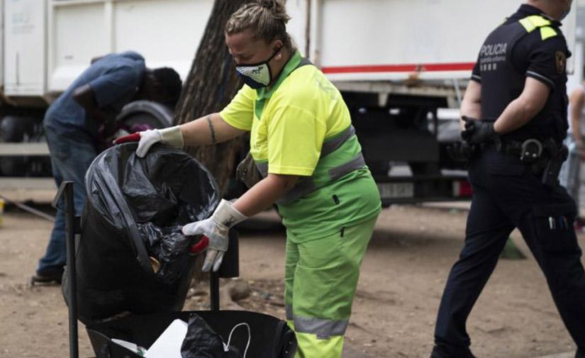 Barcelona destina 70 millones de euros para reforzar la limpieza de la ciudad