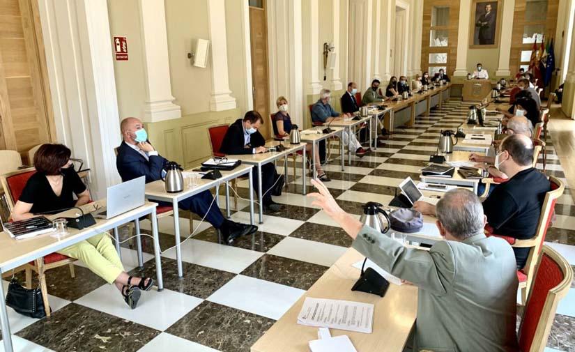 Cáceres aprueba la modificación del contrato de limpieza viaria con la que se recuperan parte de los recortes de 2013