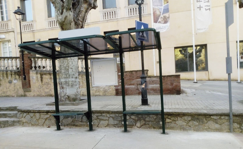 Caldes d'Estrac confía en Martín Mena sus nuevas marquesinas de autobús