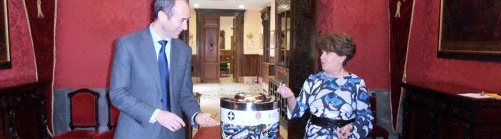 El Ayuntamiento de Granada e Inagra instala 30 contenedores para el reciclaje de pilas con un diseño más llamativo