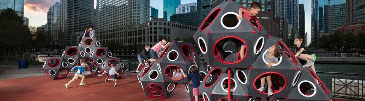 El nuevo concepto urbano e industrial del diseño de juego: PlayCubes metálicos