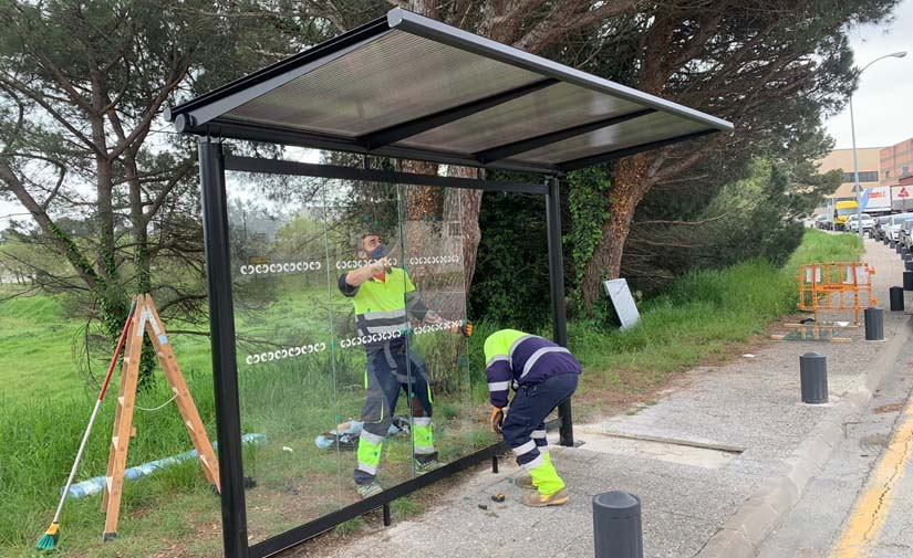 El Ajuntament de Riudellots de la Selva instala marquesinas de autobús Evolution