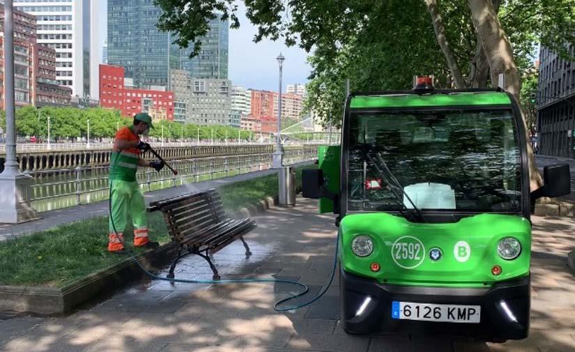 El Ayuntamiento de Bilbao desprecintará e higienizará los bancos de la ciudad