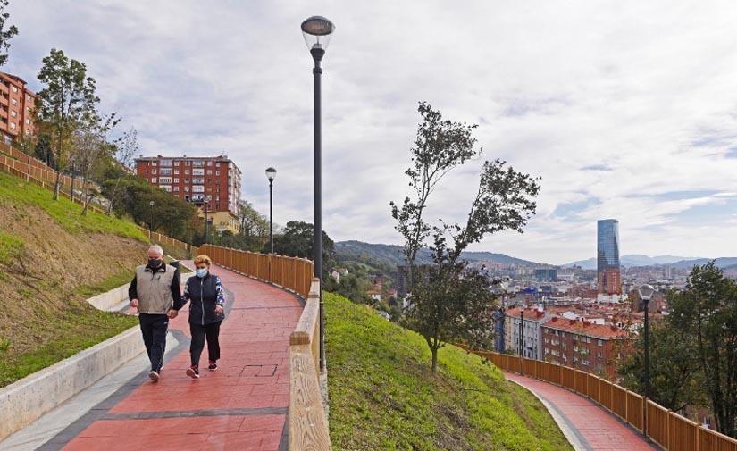 El Ayuntamiento de Bilbao ejecuta en la ladera de Arangoiti una red de caminos peatonales