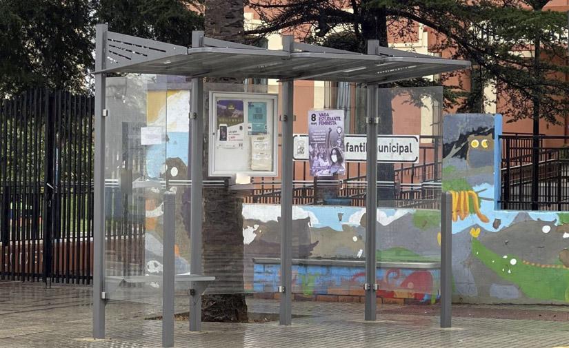 El Ayuntamiento de Bonastre instala dos marquesinas de autobús de Martín Mena