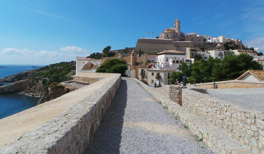 El Ayuntamiento de Eivissa renovará los elementos de juego y el pavimento del parque infantil de cas Serres