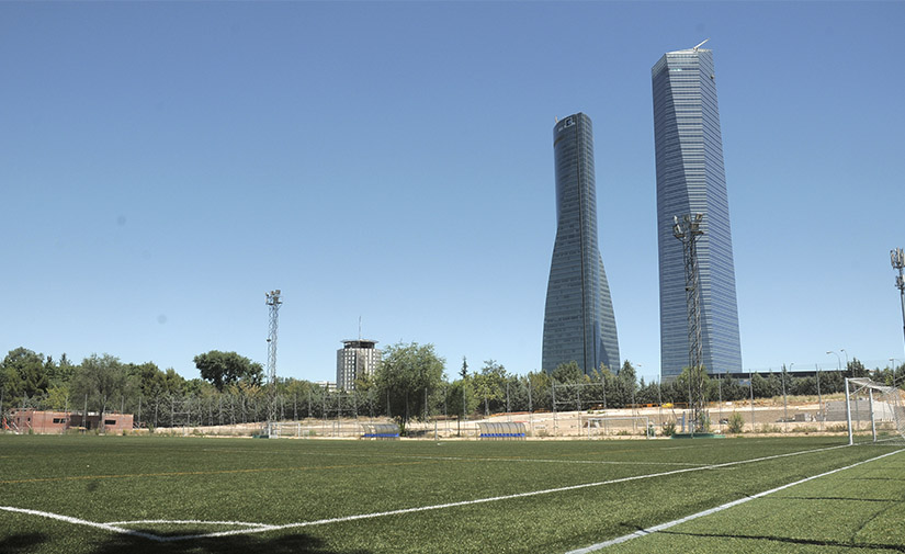 El Ayuntamiento de Madrid instalará césped artificial en todos los campos de fútbol municipales