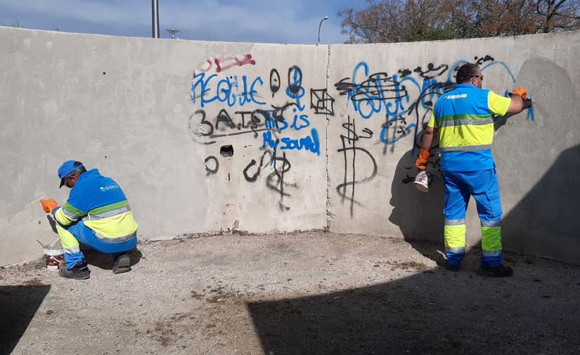 El Ayuntamiento de Palma elimina en ocho meses más de 2.600 pintadas vandálicas
