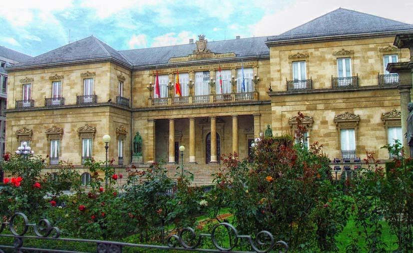 El Ayuntamiento de Vitoria refuerza la desinfección de la vía pública con 30 equipos