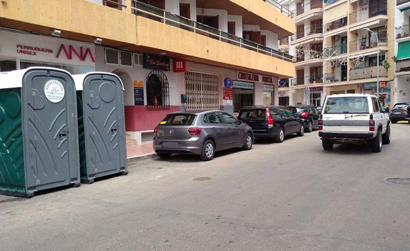 El comercio de Duanes de Xàbia refuerza el número de wc's portátiles durante las fiestas y apela al civismo