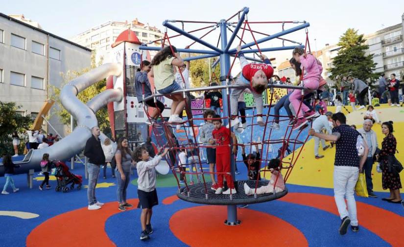 El Concello de Vigo inaugura el macro parque infantil de Jenaro de la Fuente