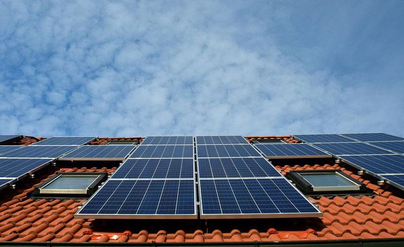 El IDAE publica una versión actualizada de la guía para poner en marcha instalaciones de autoconsumo energético